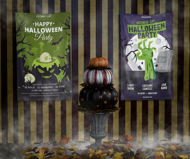 Variedade de maquetes de quadro de halloween e pilha de abóboras