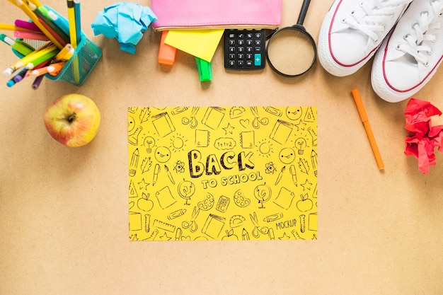 Variedade de material escolar plana leiga