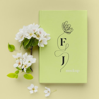 Variedade de mock-up de capa de livro plana leiga