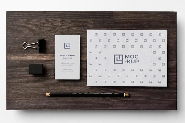 Variedade de modelos de papelaria em madeira
