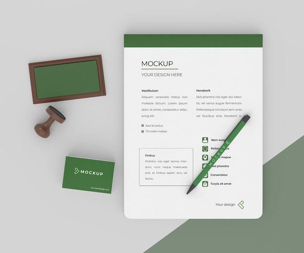 Variedade mínima de artigos de papelaria de mock-up