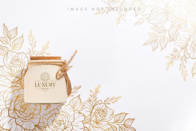 Vela de soja perfumada orgânica com rótulo e sombra. embalagem de maquete