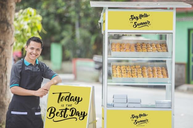 Vendedor de barraca de comida de homem com maquete em branco