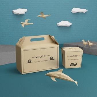 Vida marinha e caixas de papelão com maquete