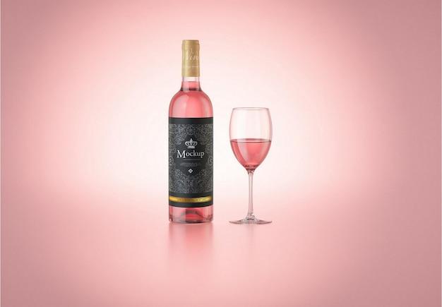 Vinho rosa com maquete de garrafa de vidro