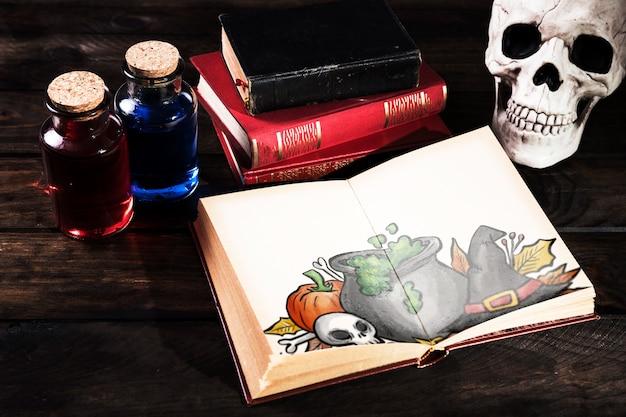 Vista alta do livro aberto com artigos de papelaria de halloween