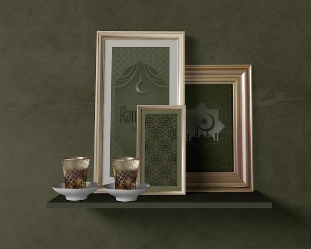 Vista frontal arranjo festivo do ramadã com maquete de quadros