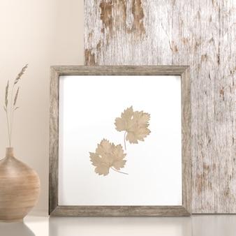Vista frontal da decoração do quadro com folhas e vaso