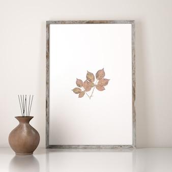 Vista frontal da decoração do quadro com vaso