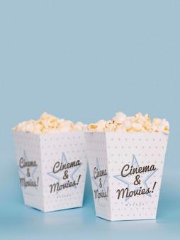 Vista frontal da pipoca de cinema com espaço de cópia