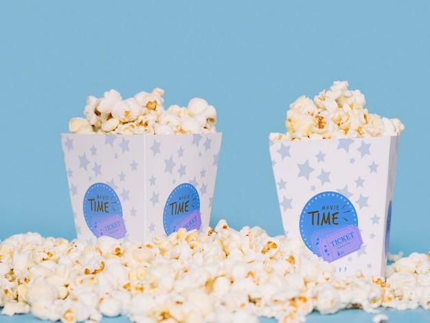 Vista frontal da pipoca para o cinema
