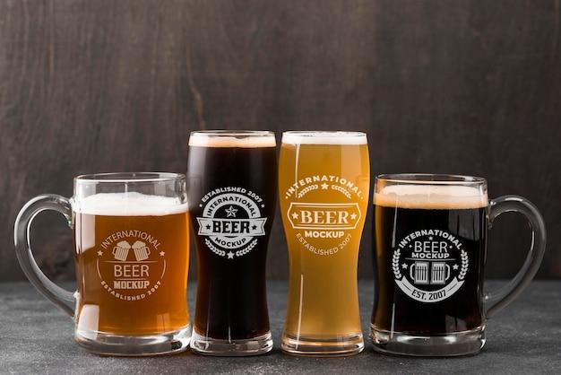 Vista frontal de copos de cerveja e canecas