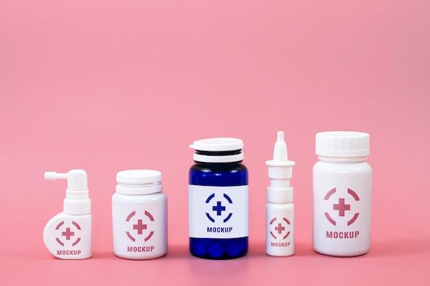 Vista frontal de diferentes recipientes de medicamentos