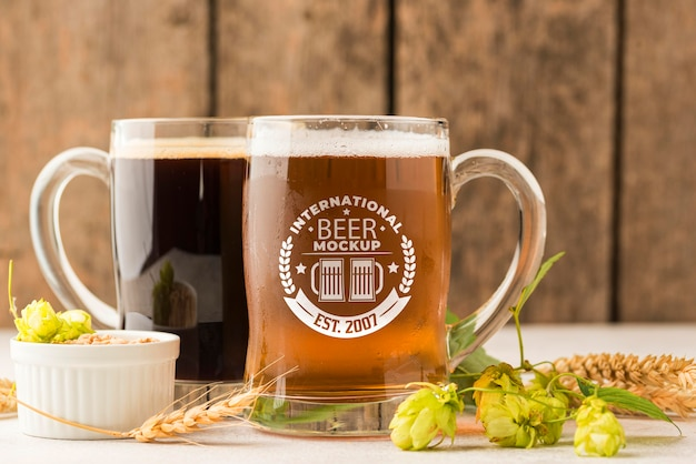 Vista frontal de dois barris de cerveja com cevada