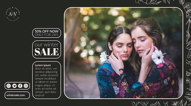 Vista frontal de duas meninas com os olhos fechados