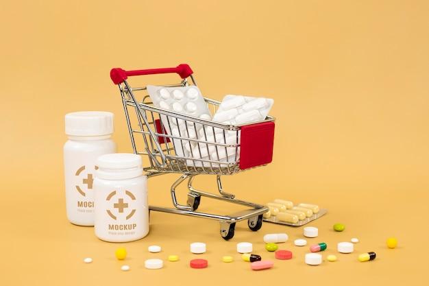 Vista frontal de frascos de remédios com comprimidos e carrinho de compras
