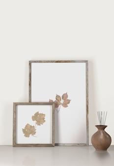 Vista frontal de quadros decorativos com vaso