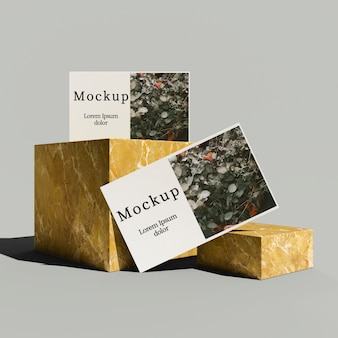 Vista frontal do cartão com caixas de mármore