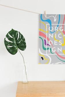 Vista frontal do cartaz com folha em vaso
