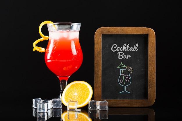 Vista frontal do conceito de cocktail mock-up