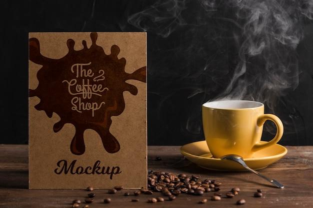Vista frontal do mock-up do conceito de café