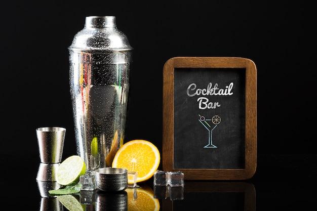 Vista frontal do modelo de cocktail conceito