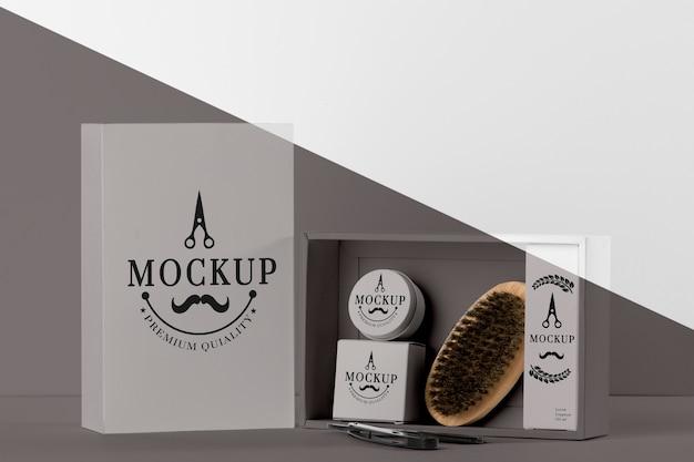 Vista frontal do pacote de itens de barbearia com escova