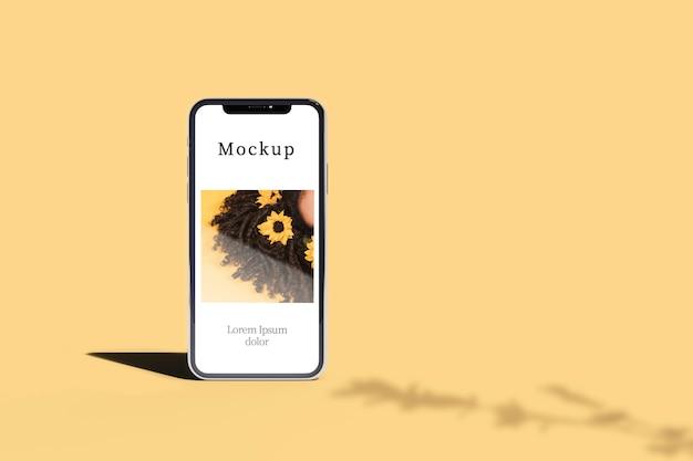 Vista frontal do smartphone com sombra e cópia de espaço