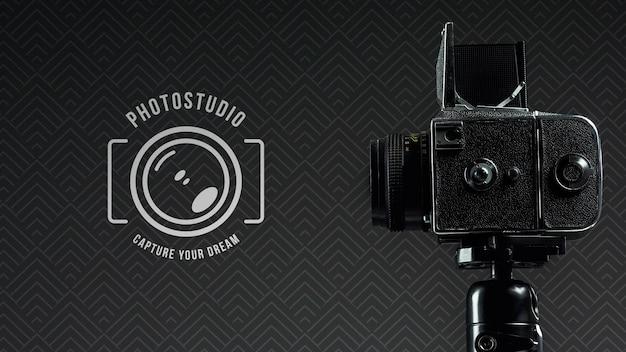 Vista lateral da câmera digital para estúdio fotográfico