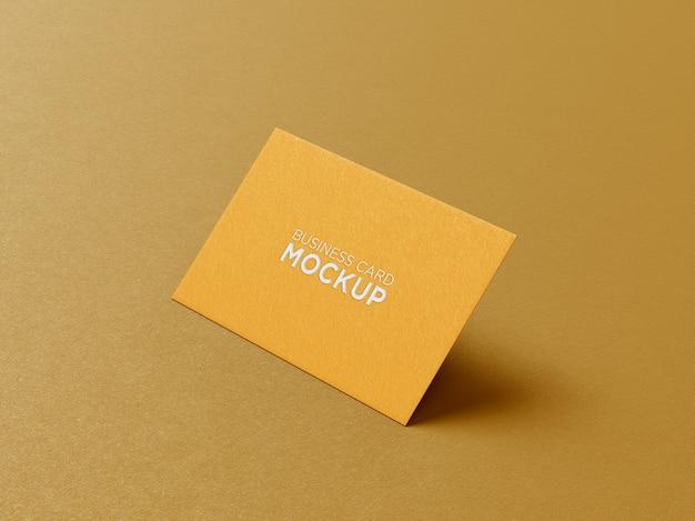 Vista lateral da maquete de cartão de visita criativo