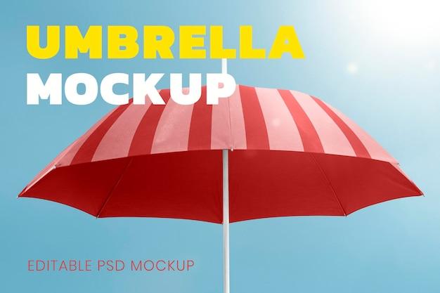Vista lateral de mulher asiática com guarda-chuva
