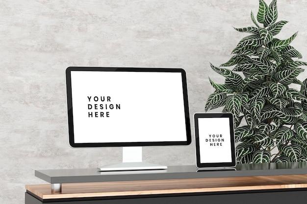 Vista lateral do desktop e maquete da tela do tablet na mesa