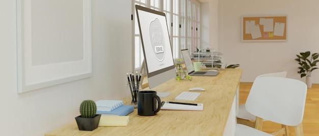 Vista lateral do espaço de trabalho com tela de maquete do computador
