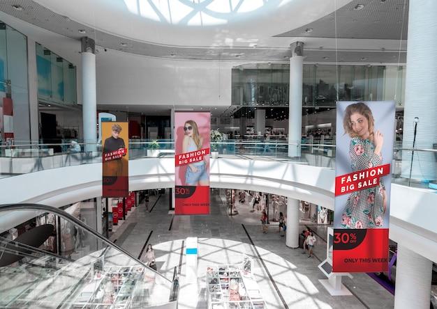 Vista panorâmica de maquetes de outdoor de publicidade de shopping
