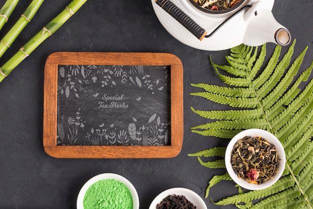 Vista superior bule de chá e ervas com moldura