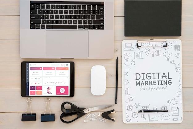 Vista superior conceito de mesa de marketing digital