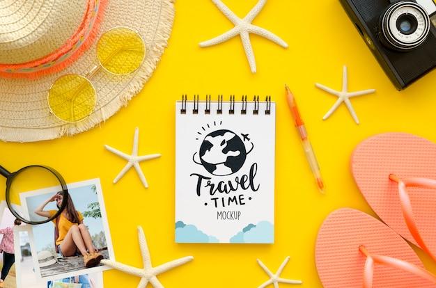 Vista superior conceito de viagens com notebook
