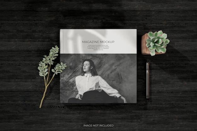 Vista superior da brochura e maquetes do catálogo