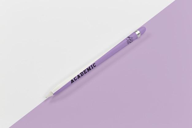 Vista superior da caneta de volta às aulas para escrever