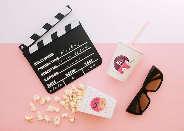 Vista superior da claquete de cinema com copo de refrigerante e claquete