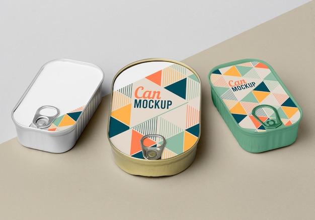 Vista superior das latas na mesa