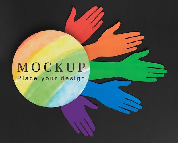 Vista superior das mãos coloridas do arco-íris para diversidade