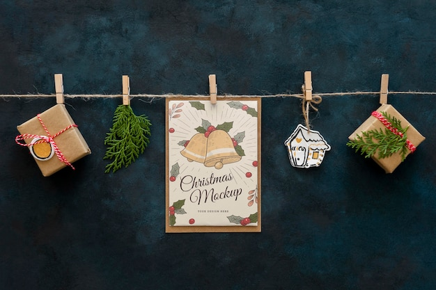 Vista superior de artesanato de natal com presentes