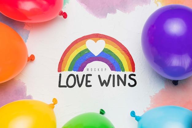 Vista superior de balões coloridos orgulho