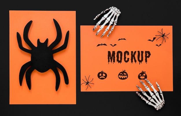 Vista superior de mãos de esqueleto e aranha assustadora