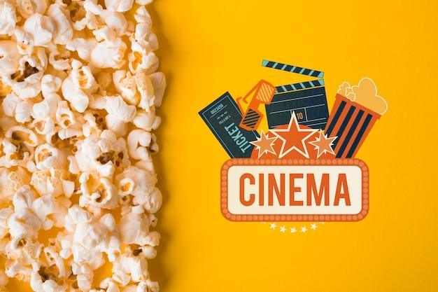 Vista superior de maquete de pipoca e cinema