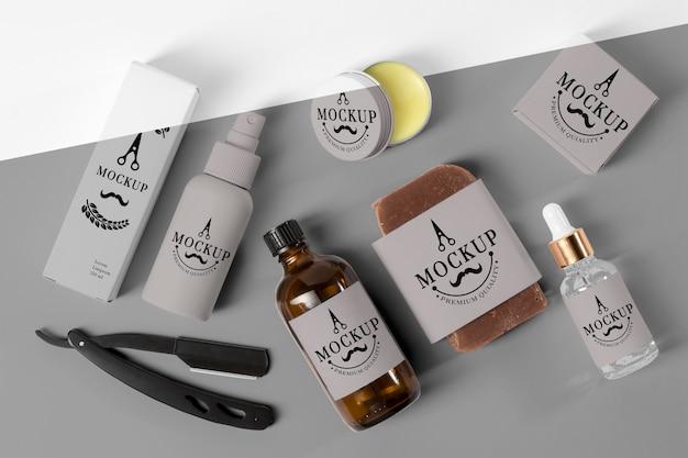 Vista superior de produtos de barbearia com shampoo e sabonete