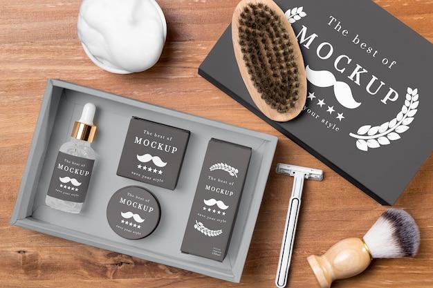 Vista superior de produtos para cuidados com a barba em conjunto com lâmina de barbear