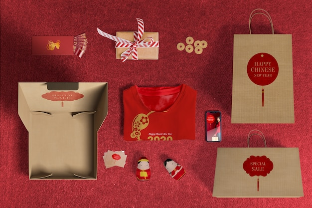 Vista superior de vendas especiais de presentes com papel de embrulho e caixas