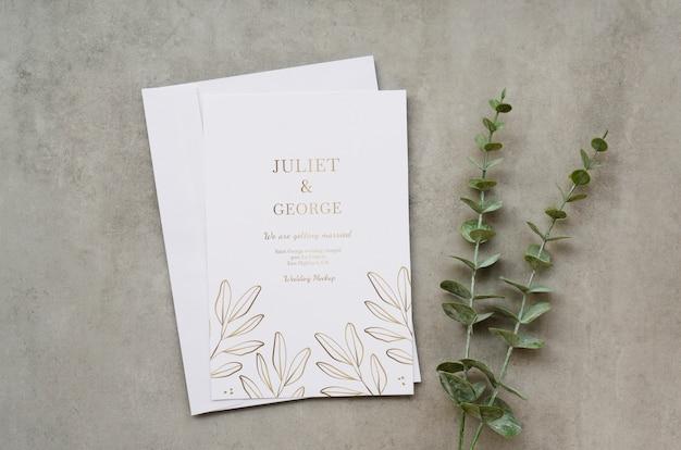 Vista superior do cartão de casamento com planta